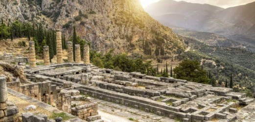 Delphi-Temple_of_Apollo-1112x630-870x418